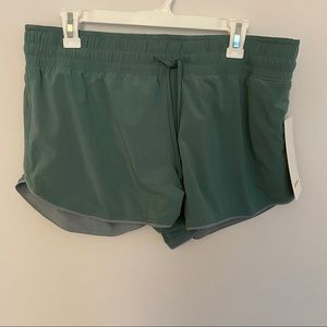 NWT Lululemon choose a side reversible shorts